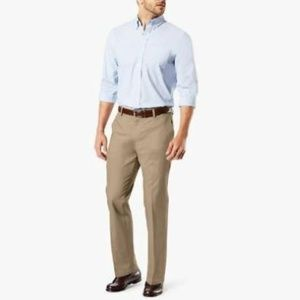 Dockers Signature Khaki Classic Fit Flat front Men